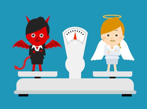 PecayReza.com: Demonio y Angel caricatura subidos en un balanza.