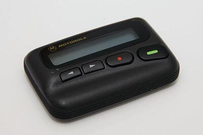 Imagen de un beeper, el cual se utilizaba para comunicar mensajes. Era un servicio exclusivo para gente importante.