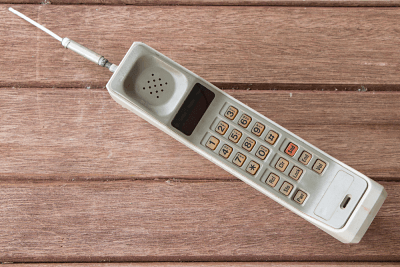 Los teléfonos antiguos eran grandes y las llamadas como su única funcionalidad.